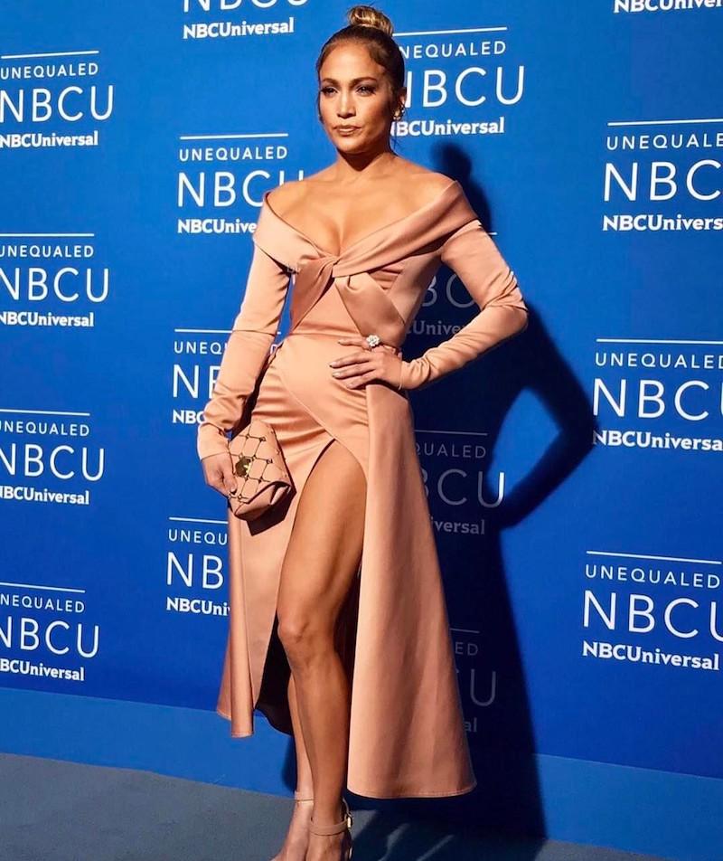 Spotted: Jennifer Lopez Mengenakan Elie Saab