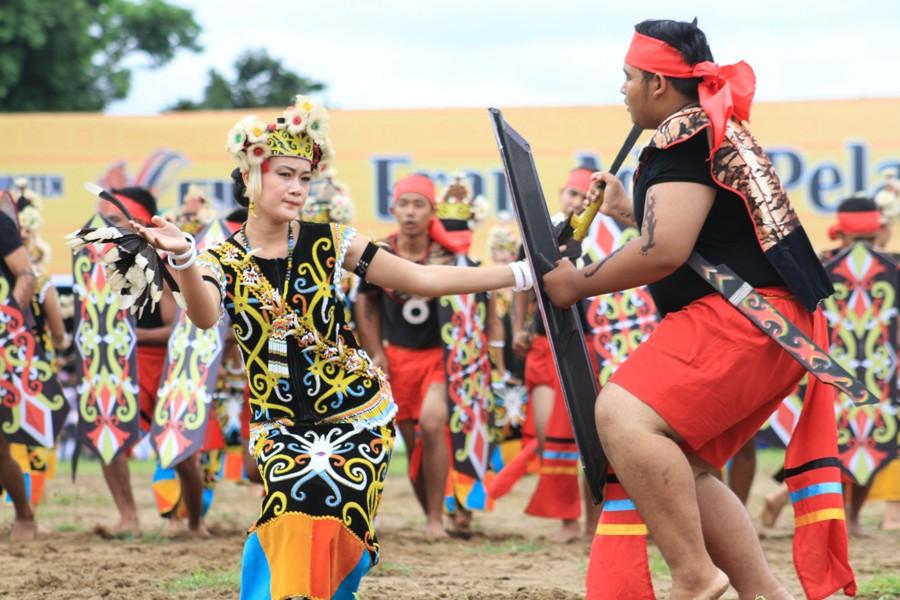 Meriahnya Pesta Adat Erau di Kalimantan
