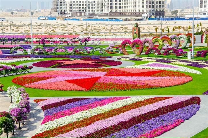 Seni Bunga di Dubai Miracle Garden