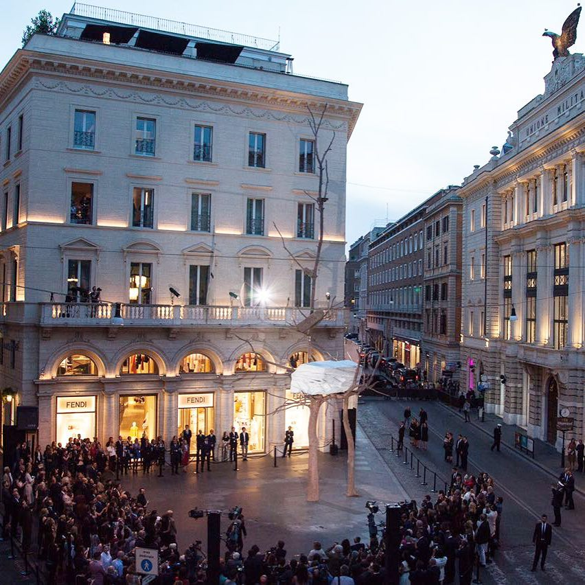 Fendi Berikan Sebuah Karya Seni untuk Kota Roma