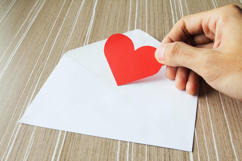 Cara Menuliskan Surat Cinta Saat LDR