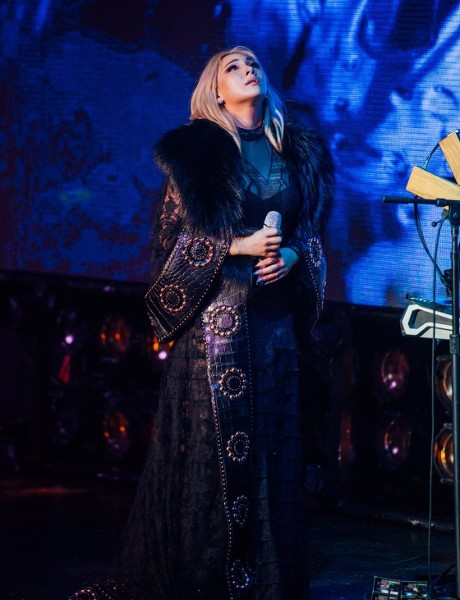 Spotted: CL Mengenakan Givenchy Haute Couture