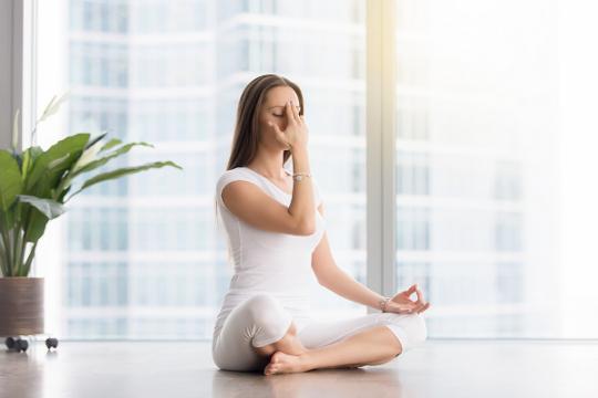 3 Teknik Pernapasan untuk Meredakan Stres