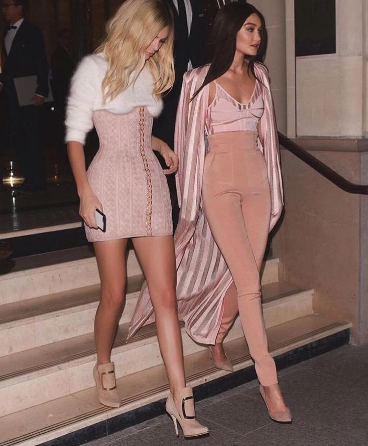 3 Penampilan Kembar Kendall Jenner & Gigi Hadid Paling Memorable