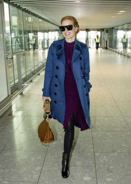 Spotted: Jessica Chastain Mengenakan Burberry