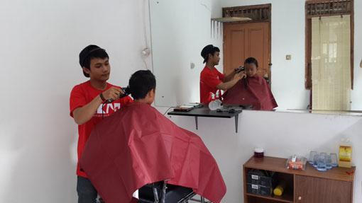 Pangkas Rambut Sambil Beramal