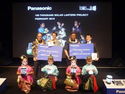 Panasonic Donasikan 1.020 Lentera Solar ke Masyarakat Nusa Tenggara Timur (NTT)