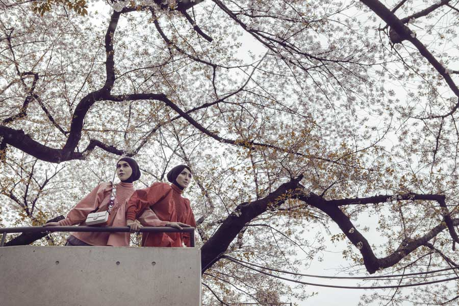 Gaya Hijab Urban Ineke Koesherawati & Marini Zumarnis
