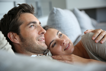 Manfaat Pacaran dengan Pria Lebih Tua