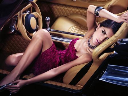 Yang Perlu Wanita Tahu Tentang Perawatan Mobil