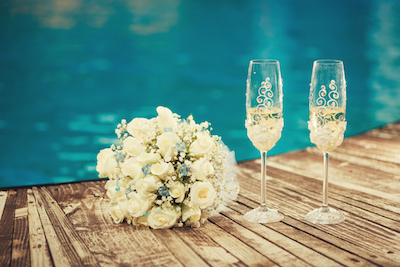 Tips Mengadakan Pernikahan di Tepi Kolam Renang
