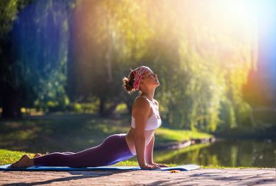 Posisi Yoga Ini Bikin Foreplay Terasa Makin Panas