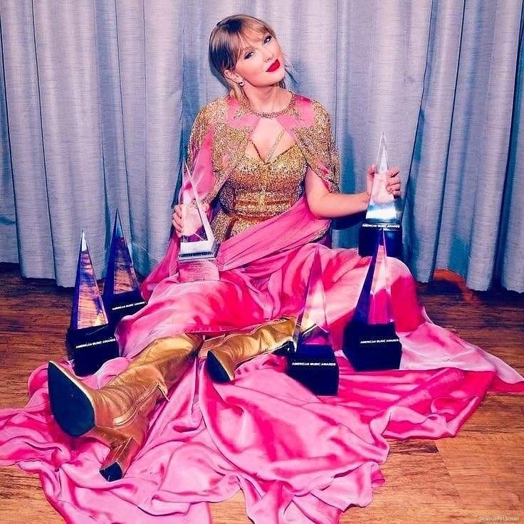 Taylor Swift Menang 3 Penghargaan Sekaligus Di AMAs