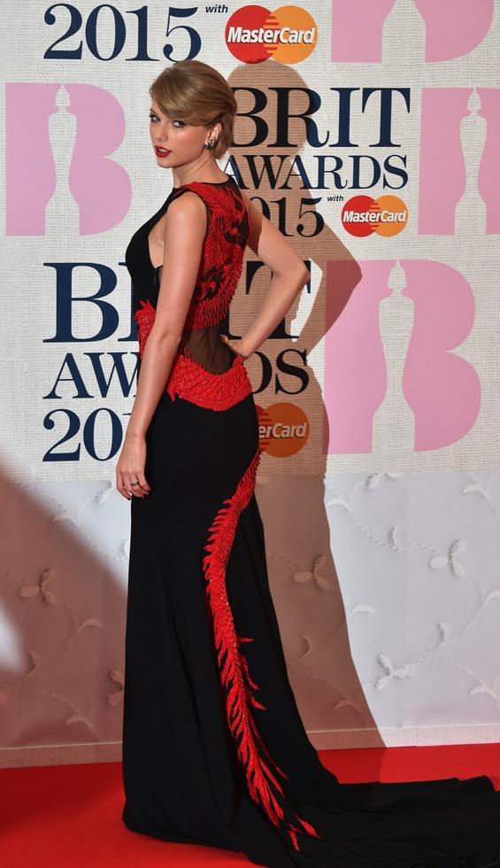 We Love: Taylor Swift Brit Awards 2015 Red Carpet