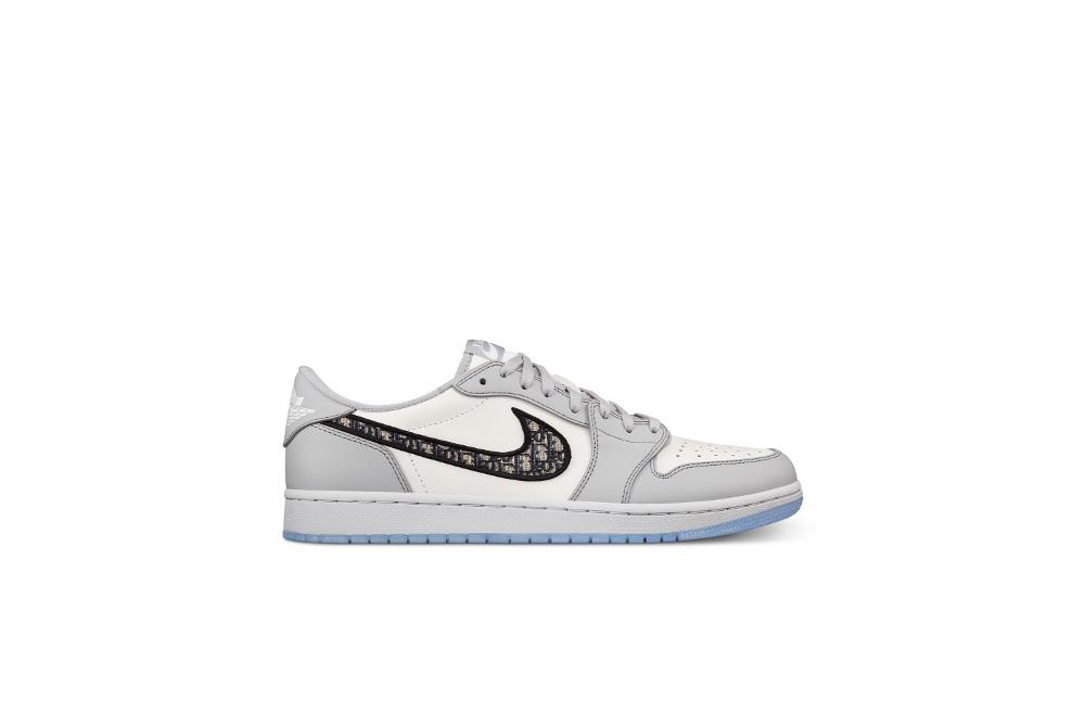 Wajib Punya: Sepatu Sneakers Air Jordan 1 OG Dior