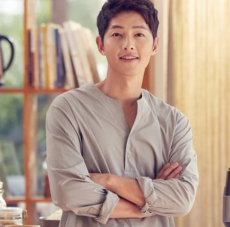 Begini Penampilan Song Joong Ki Di Pernikahan Temannya