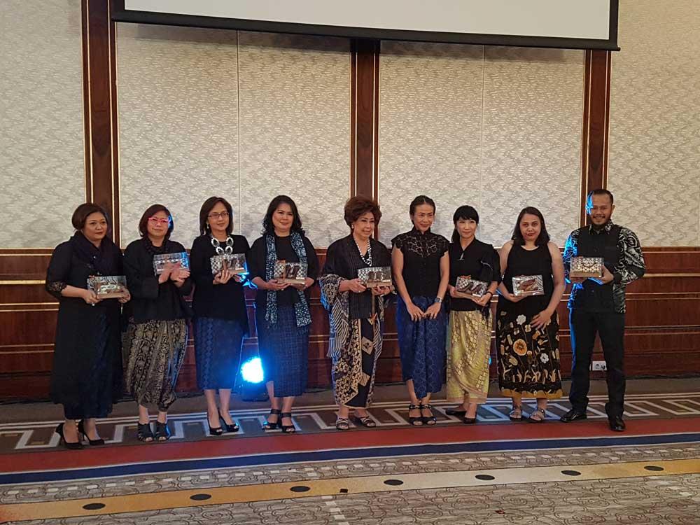 Beragam Batik Warnai Pesta Batik Indonesia