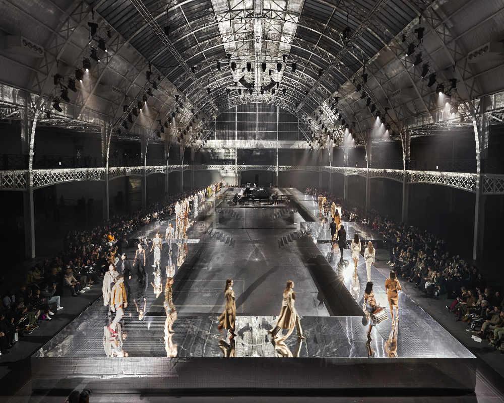 London Fashion Week SS 21 Akan Diadakan Secara Virtual