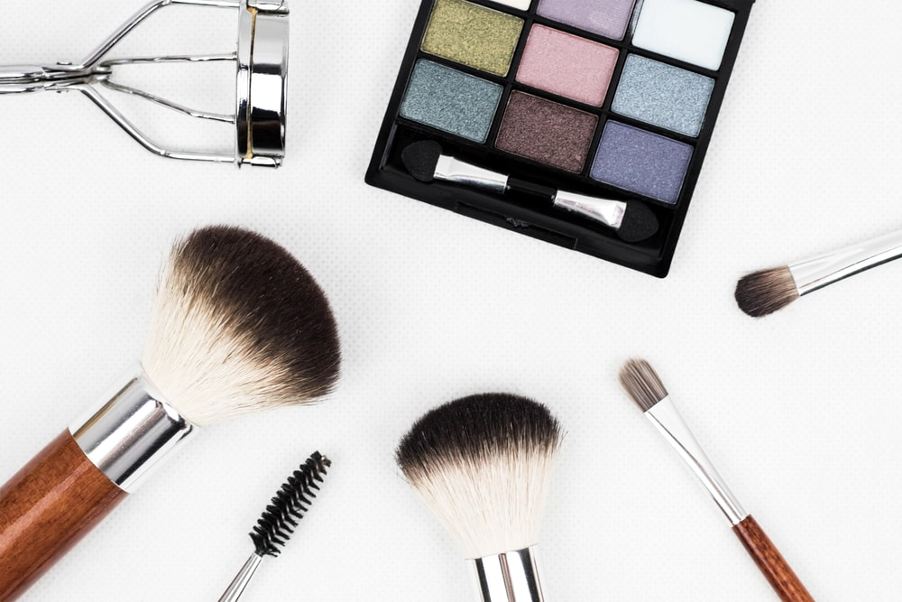 Cara Membuat Gigi Terlihat Lebih Putih Dengan Make Up