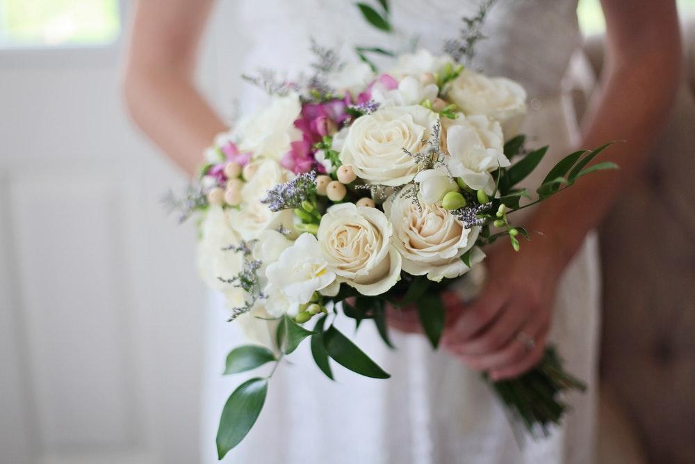 Cara Menghemat Anggaran Pernikahan Dengan Bunga