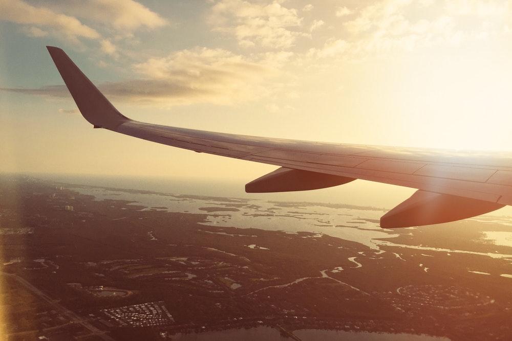 Cara Mengurangi Rasa Mual Saat Naik Pesawat
