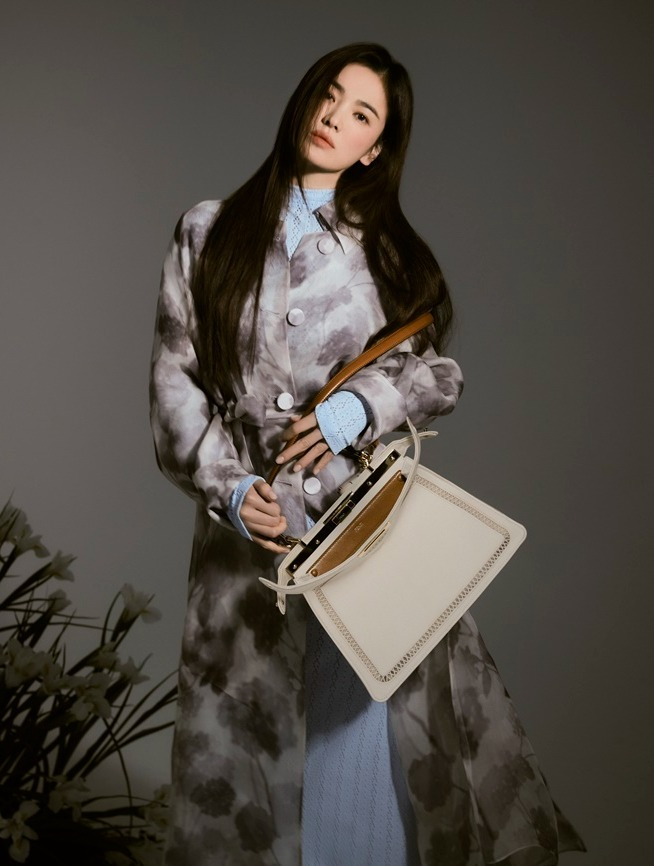 Song Hye Kyo Resmi Jadi Brand Ambassador Fendi