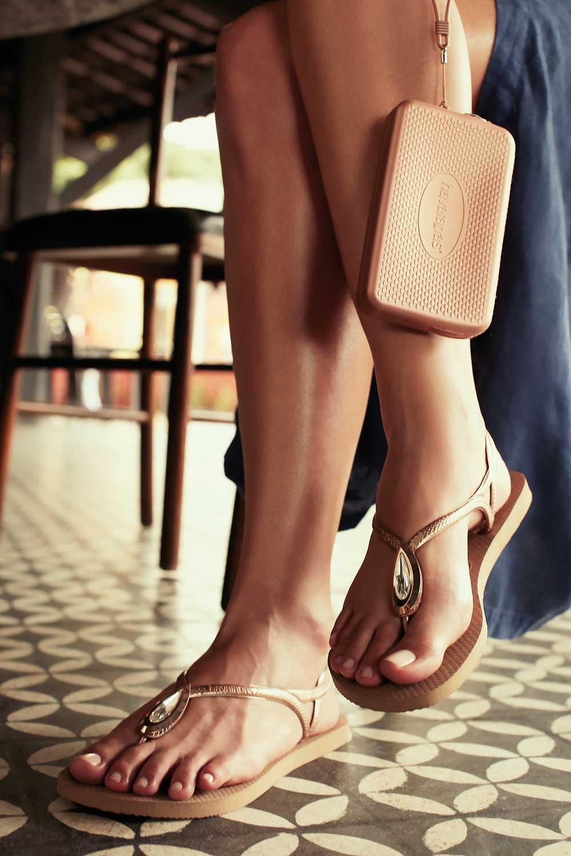 Ini Dia Sandal Jepit Mewah Havaianas Bertabur Swarovski