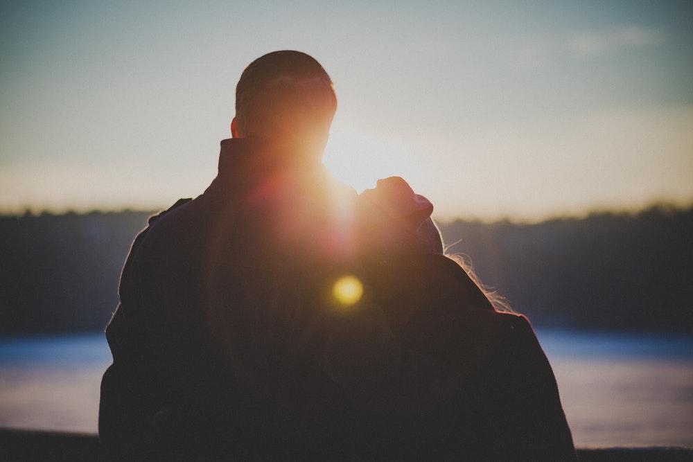Ini Dia Tantangan Menjalin Hubungan Dengan Pria Asing