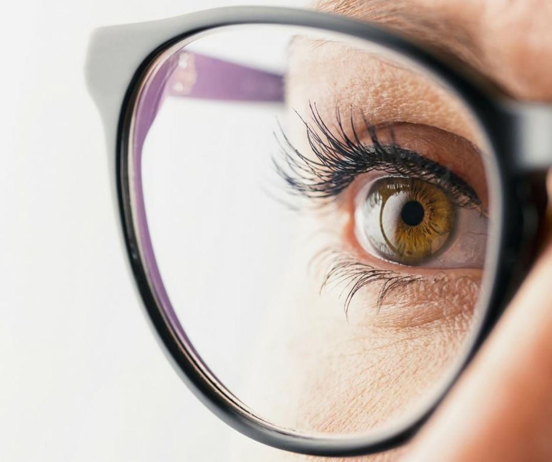 Inovasi Terbaru di Lensa Progresif Terbaru Essilor