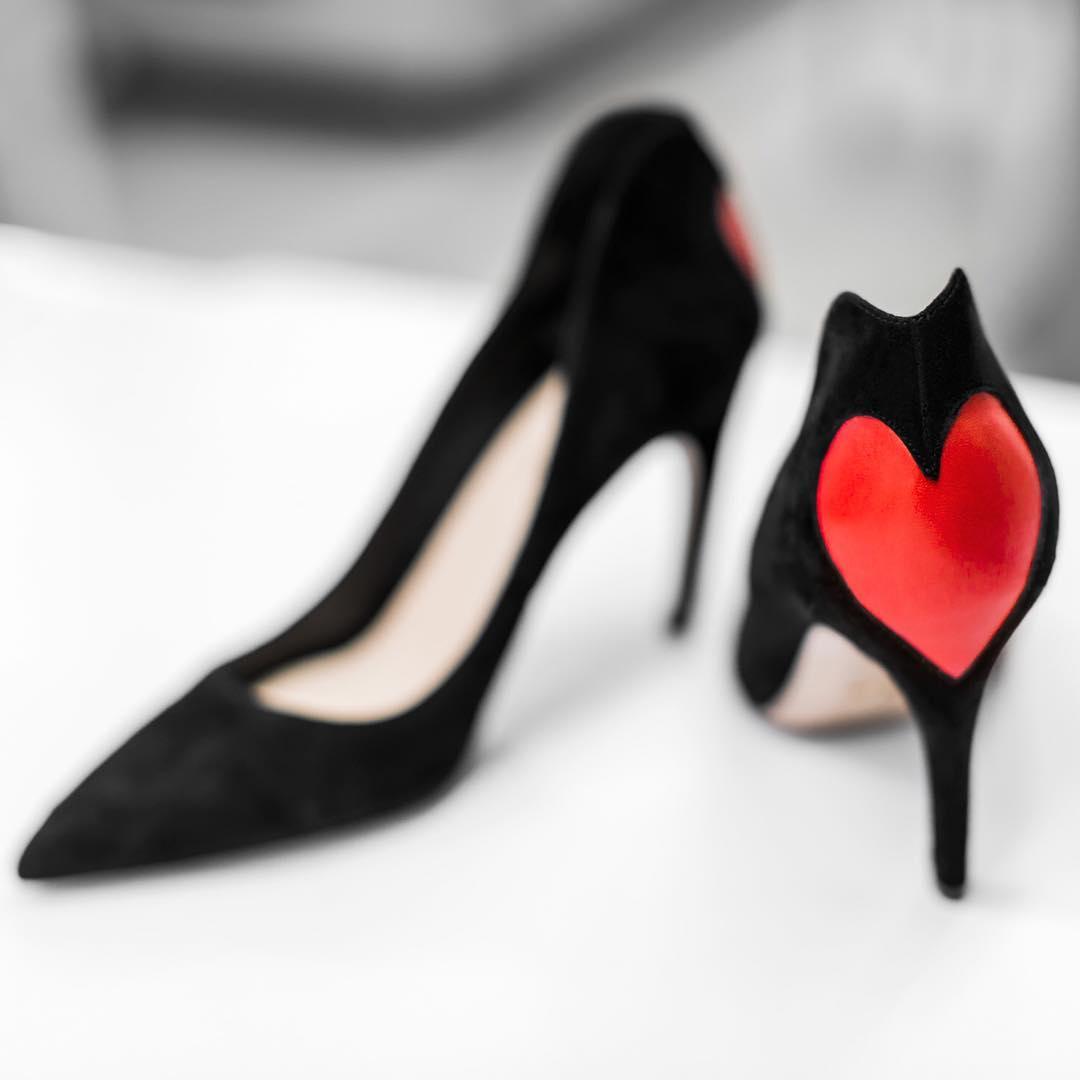 Intip Proses Pembuatan Sepatu Dior Amour Pumps