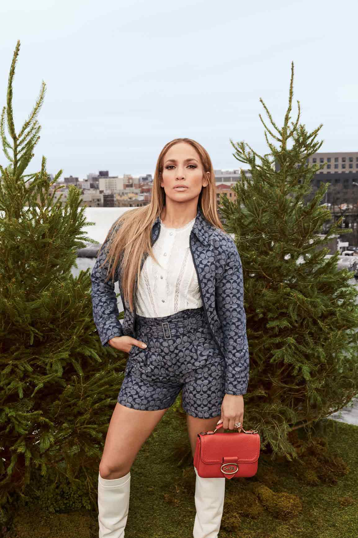 Jennifer Lopez Dan Koleksi Coach Signature Chambray