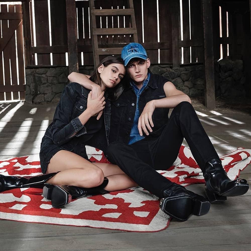 Kaia & Presley Gerber Bintangi Iklan Calvin Klein