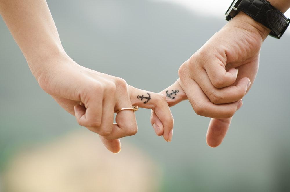 Keuntungan Menjalin Hubungan Dengan Pria Pemalu