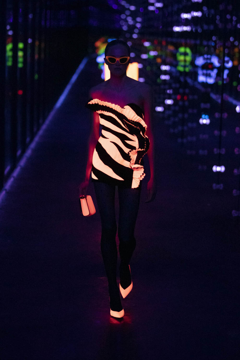 Koleksi 'Glow in the Dark' Saint Laurent