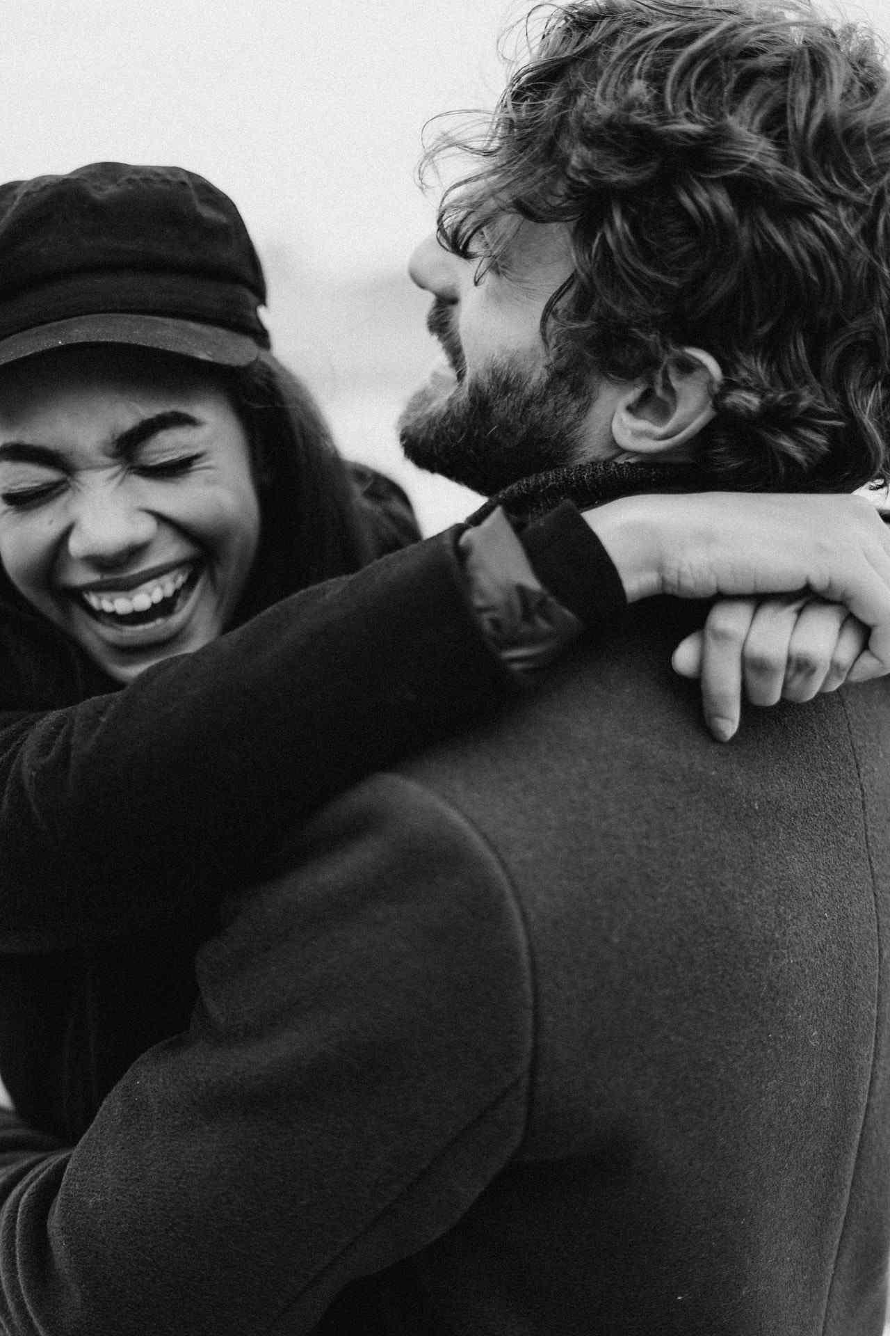 4 Tanda Pria Berzodiak Libra Jatuh Cinta Padamu