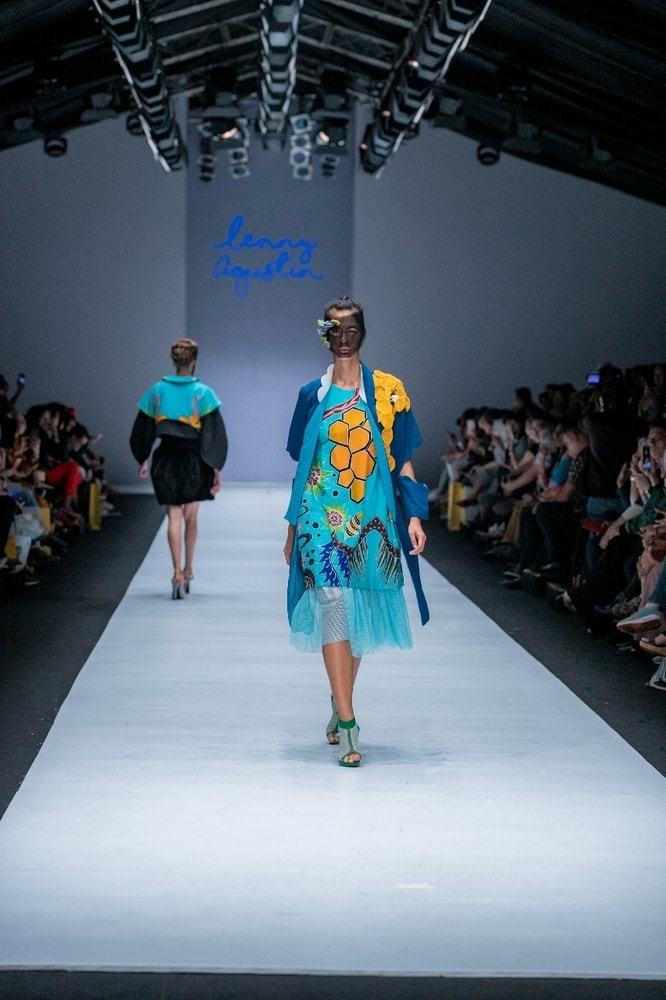 Lenny Agustin Eksplorasi Batik 'Lebah' Kepulauan Sula