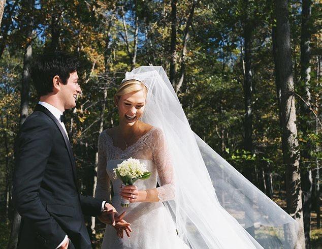 Menikah, Karlie Kloss Anggun dalam Balutan Gaun Dior