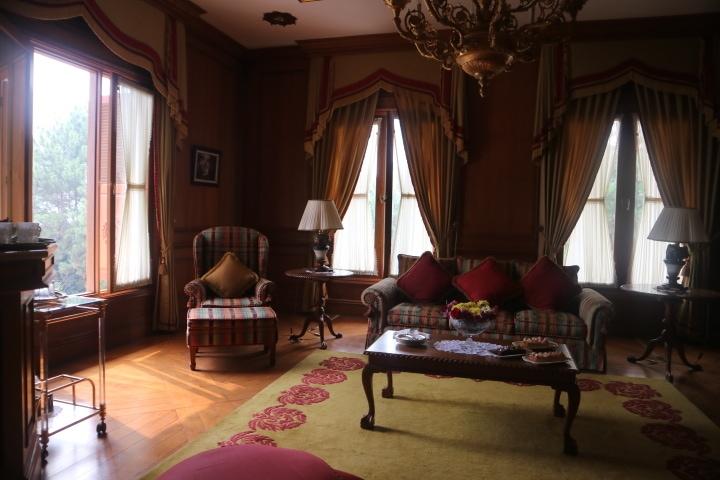Menjelajahi Interior Klasik & Nyaman di Villa Puri Joya