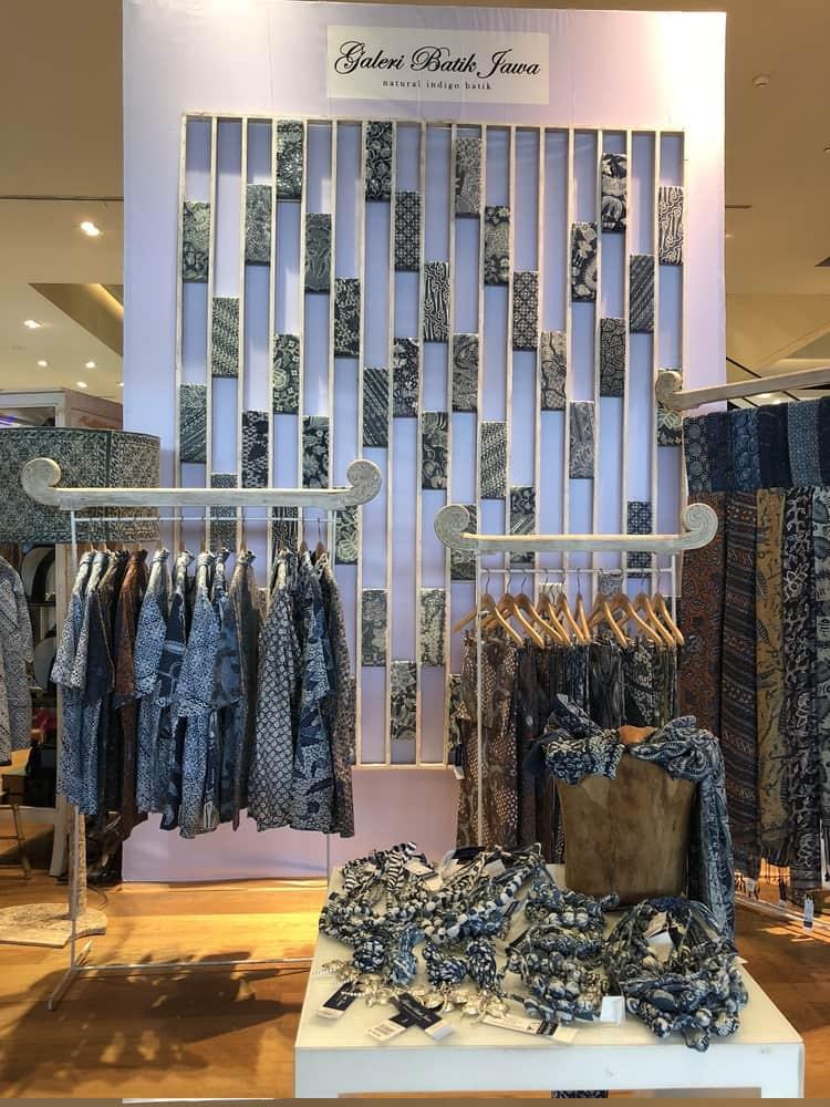 Merayakan Batik di 'Batik Exposé' Galeries Lafayette