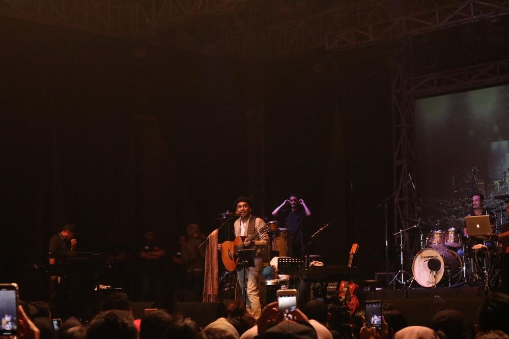 Nostalgia Bareng Glenn Fredly di Konser Kisah Romantis