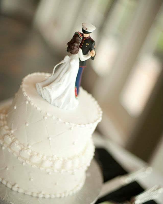 Pentingkah Menaruh Hiasan di Atas Kue Pengantin?