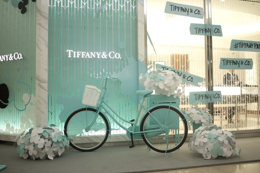 Pesona Bunga Kertas di Tiffany & Co. Plaza Indonesia