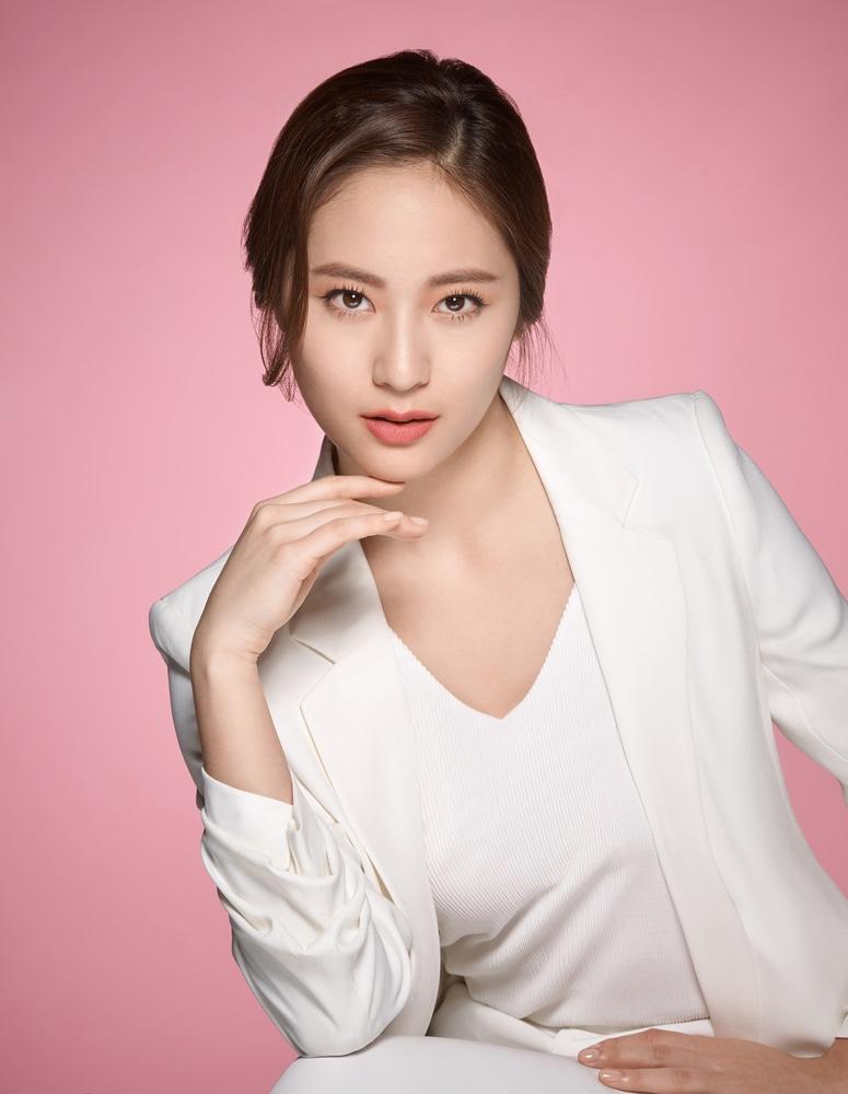 Rangkaian Makeup Untuk Tampil Ala Krystal Jung