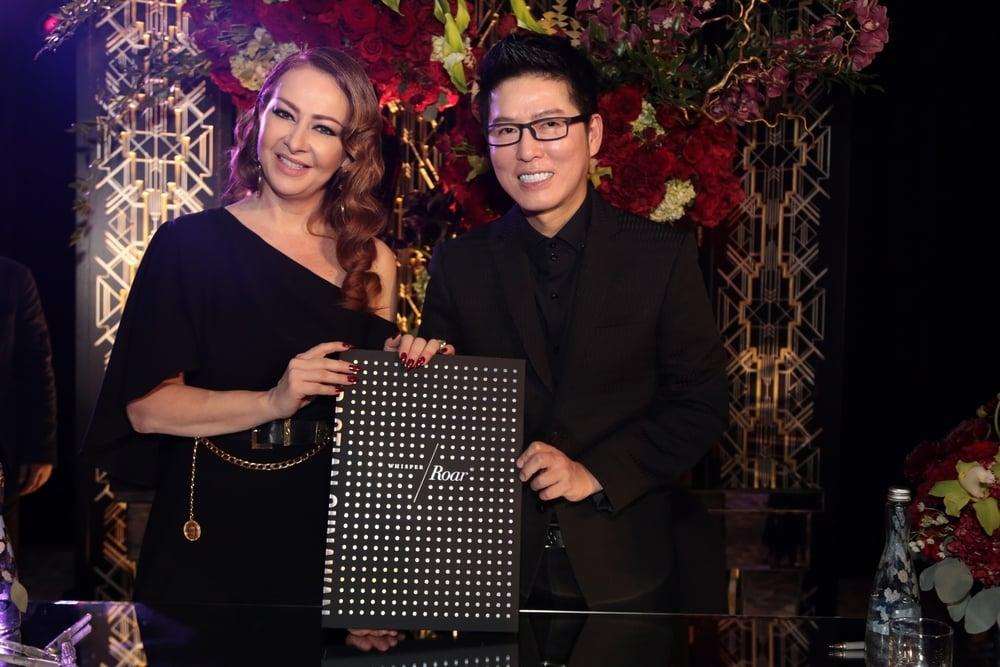 Sebastian Gunawan Luncurkan Buku Whisper/Roar