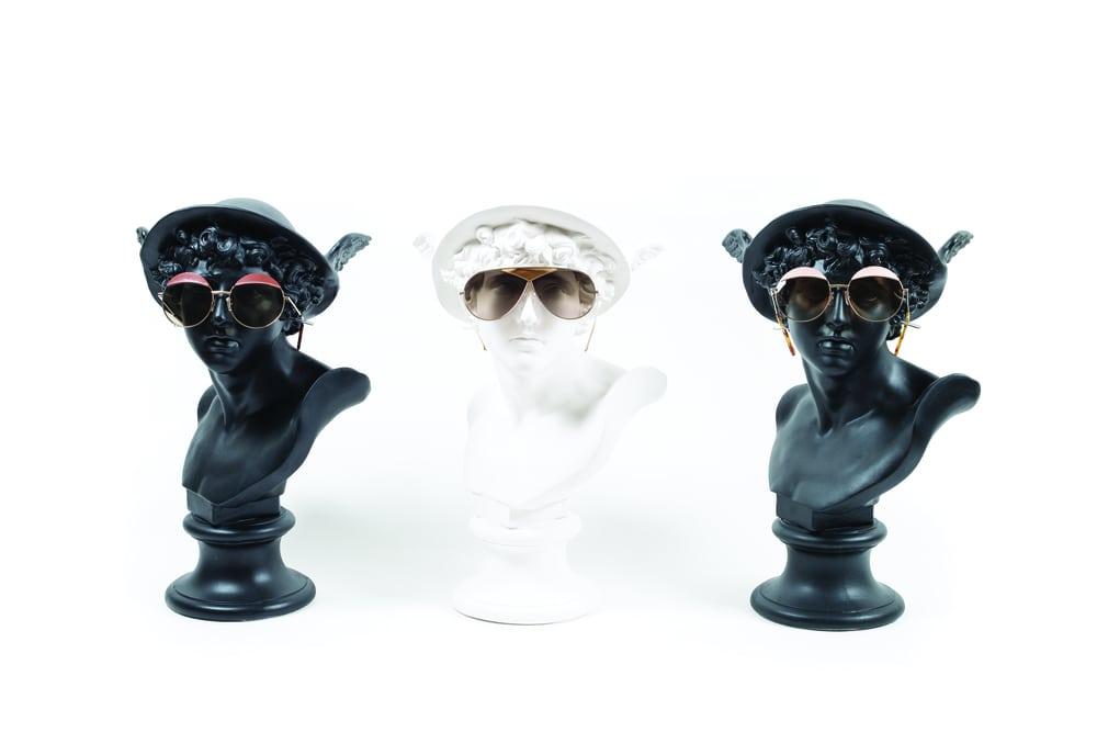 Sentuhan Bahan Kulit di Koleksi Kacamata Loewe Terbaru 7ff04a9a0c