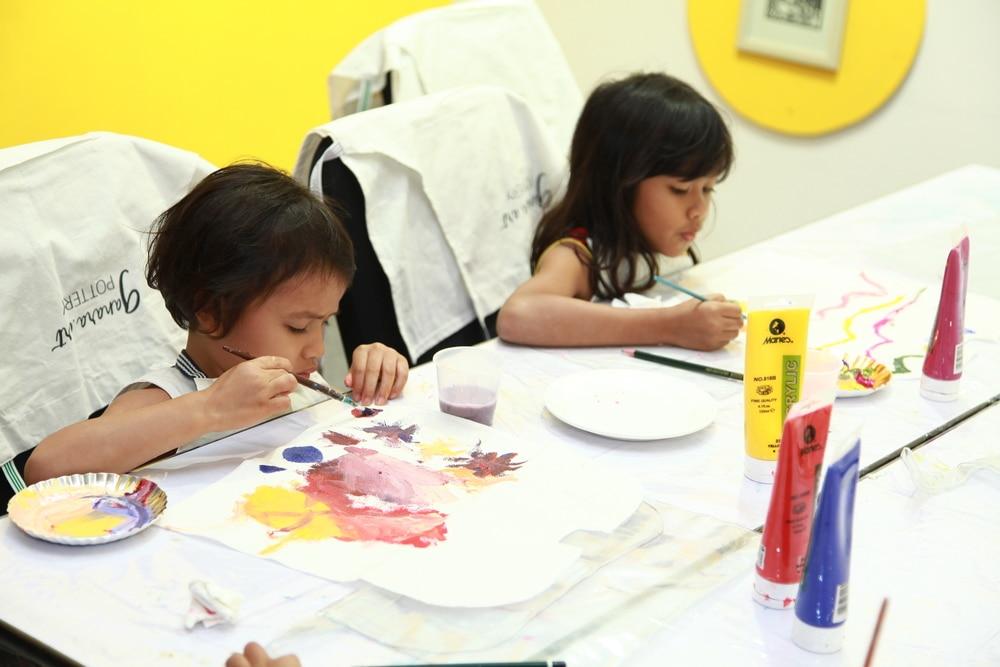 Serunya Kelas Melukis Bersama Ganara di Art Jakarta