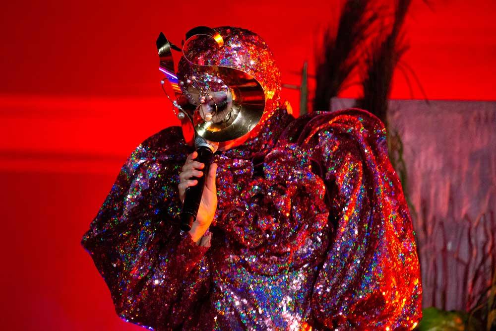 Spotted: Björk Mengenakan Gucci