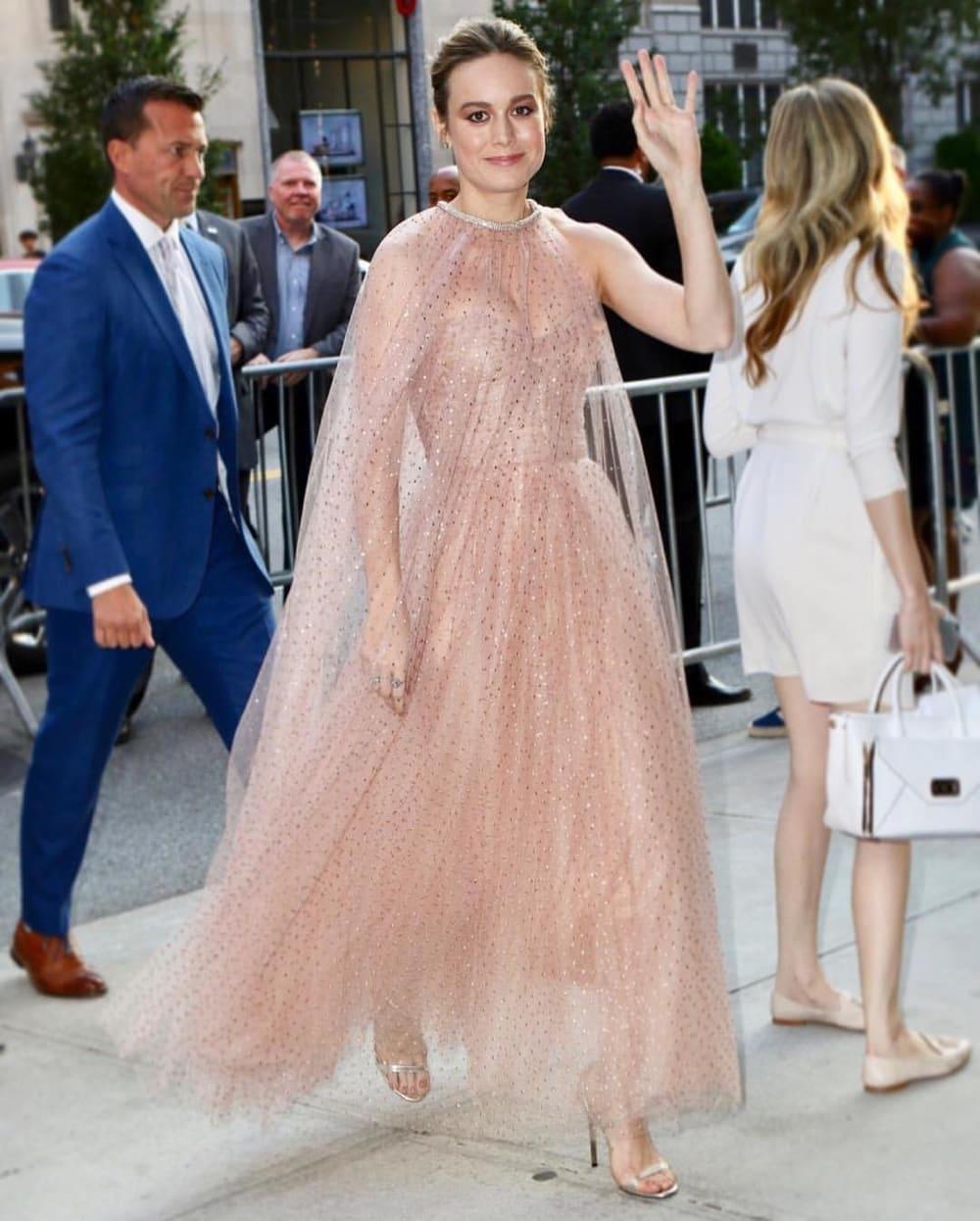 Spotted: Brie Larson Mengenakan Monique Lhuillier