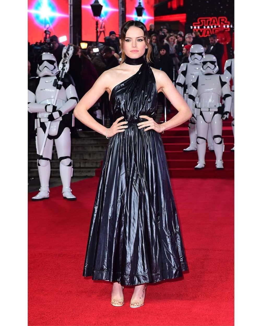 Spotted: Daisy Ridley Mengenakan Calvin Klein