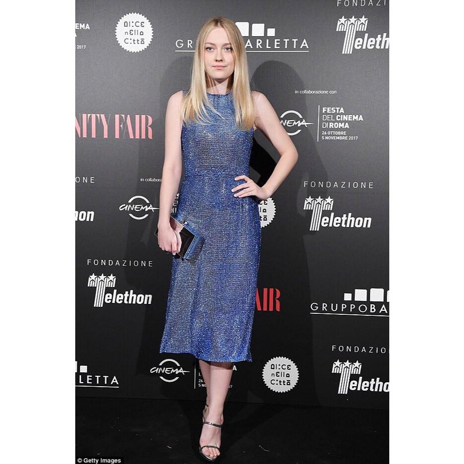 Spotted: Dakota Fanning Mengenakan Dolce & Gabbana